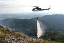 """Několik hodin bojovali profesionální i dobrovolní hasiči s lesním požárem, který vypukl v pátek krátce po poledni v lokalitě """"Lesní Zátiší"""" v části Rýžoviště."""