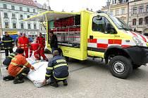 Zdravotníci ZZS LK představili nové sanity, které jsou určeny pro příhraniční města Tanvald a Frýdlant. Současně mohla veřejnost poprvé vidět nový speciální vůz, stavěný na zakázku.