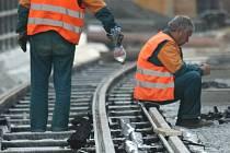 Podle původních plánů se měla tramvaj do Jablonce přes Vratislavice rozjet už 1. října. Bude to ale o 3 týdny později.