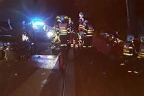 U Rádla se srazila dvě auta. U nehody zasahovali hasiči