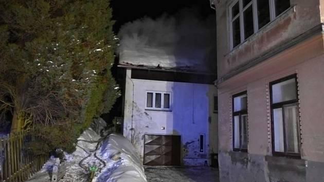 Jablonečtí hasiči vyjížděli k požáru rodinného domu.
