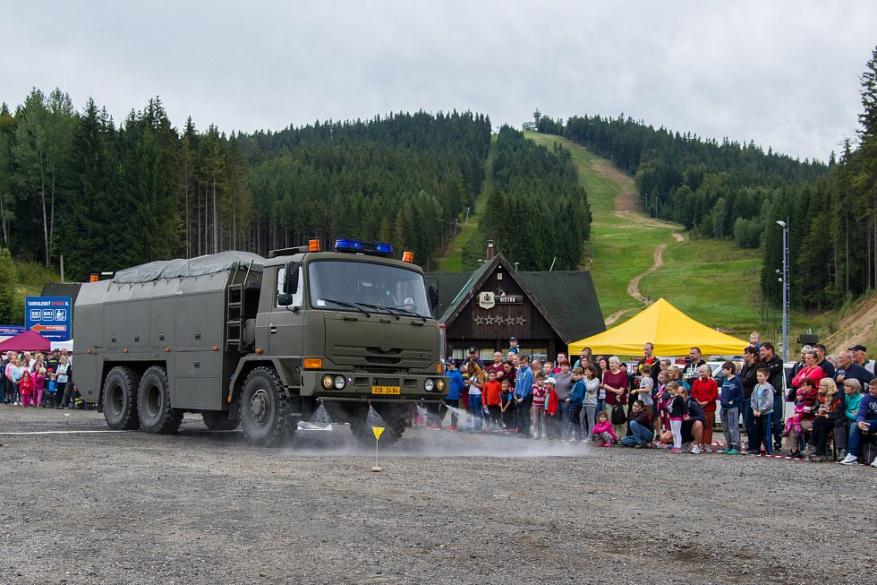 Mezinárodní den složek integrovaného záchranného systému proběhlo 19. srpna v Albrechticích v Jizerských horách. Pro návštěvníky byly připraveny ukázky práce psovodů, vězeňské služby, zásah horské služby, ukázky činnosti hasičů a armády.