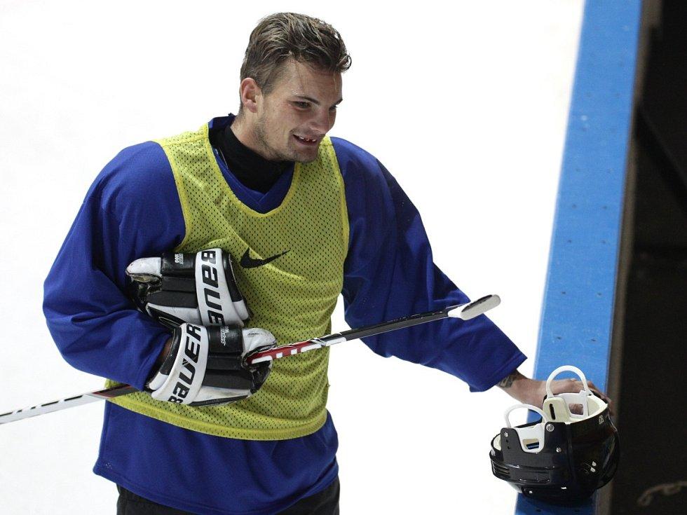 Fotbalisté Baumitu si zahráli hokej. Na snímku Vít Beneš.