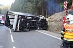 Převrácený kamion na silnici I/10