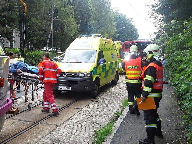 Zraněného muže si převzali lékaři