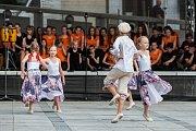 Dětský pěvecký sbor Iuventus Gaude! a taneční soubor při ZUŠ (na snímku) vystoupili 6. června v Jablonci nad Nisou v rámci hudebního festivalu Město plné tónů 2018.