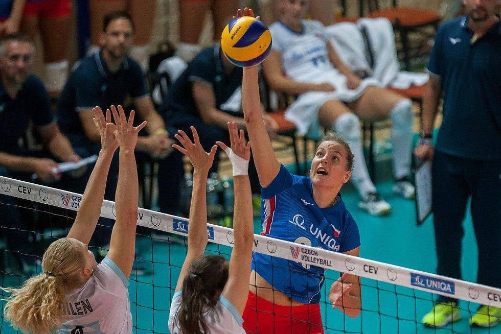 Kvalifikační utkání o postup na volejbalové mistrovství Evropy 2019 žen mezi reprezentačním výběrem České republiky a Estonska se odehrálo 22. srpna v Jablonci nad Nisou. Na snímku vpravo je Gabriela Orvosová.