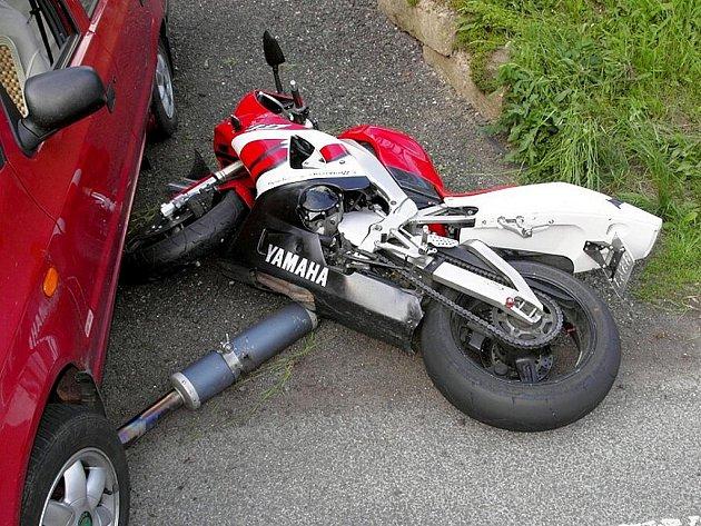 Dopravní nehoda motorkáře. Ilustrační snímek.