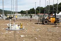 Úklidu odpadků se v pondělí po víkendové Benátské noci ujal místní volejbalový oddíl spolu s dobrovolníky, organizátory festivalu, místními spolky a najatou agenturou. Již v pondělí večer se Malá Skála opět proměnila v malebnou obec.