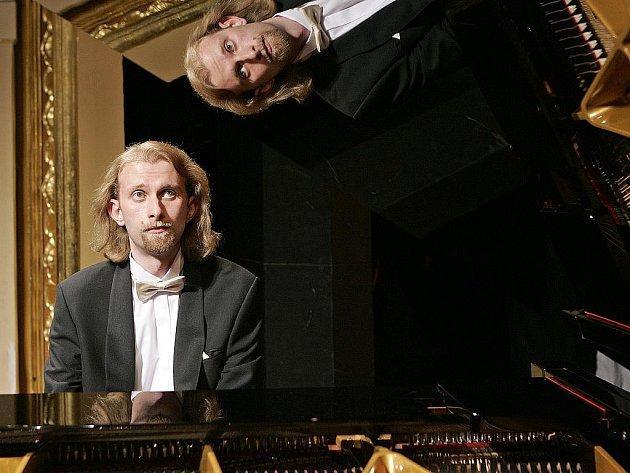 Ivo Kahánek, klavírní virtuoz.