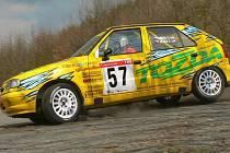 Jablonecká posádka Tozda rallye team – Tomáš Grega a Jiří Ježek obsadila v úvodním závodě seriálu Mistrovtsví České republiyk – na Valšské rallye druhé místo ve třídě A 5.