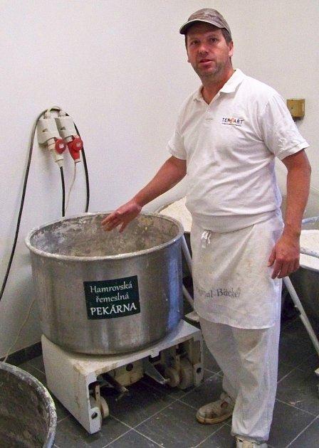 Lukáš Mašek otevřel ve Velkých Hamrech Hamrovskou řemeslnou pekárnu.
