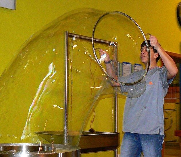 I Kuba Vinklář natáhl obří bublinu