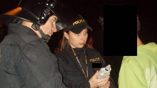 Policejní akce na diskotéce v Jílovém.