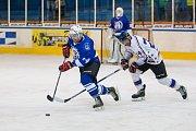 Utkání 8. kola 2. ligy ledního hokeje skupiny Západ se odehrálo 7. října na zimním stadionu v Jablonci nad Nisou. Utkaly se týmy HC Vlci Jablonec nad Nisou a HC Řistuy. Na snímku vlevo je Petr Pilař.