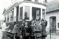 Školní prázdniny sloužily od nepaměti k přivýdělku studentů. Na letní brigády vzpomíná i pamětník MUDr. Jan Šafařík, který v roce 1949 sloužil jako průvodčí jabloneckých tramvají.