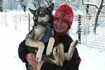 Jana Henychová jede se čtrnácti psy nejsevernější závod na tisíc kilometrů.