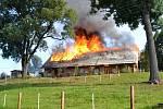 Sedm jednotek hasičů ve čtvrtek zasahovalo u požáru rekonstruované chalupy v obci Svojek na Semilsku.