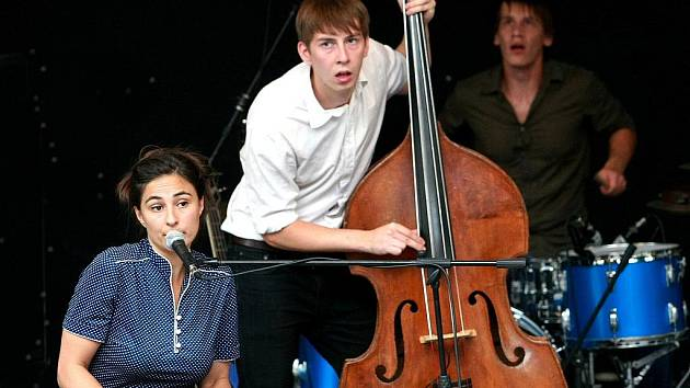Na Letní scéně jabloneckého Eurocentra se ve čtvrtek odpoledne představila Wotienke.