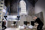 Sarkofág pro kryptu budoucího hrobu dánské královny Margrethe II. v Katedrále Roskilde dle návrhu předního dánského sochaře Bjoerna Norgaarda vytvořili skláři ve Studiu skleněné plastiky Lhotský v Železném Brodě.
