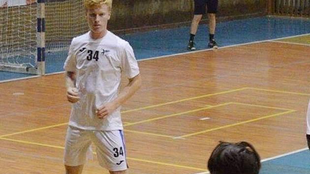 Nadějný házenkář nastupuje jako osmnáctiletý už v I.lize a také v extralize.