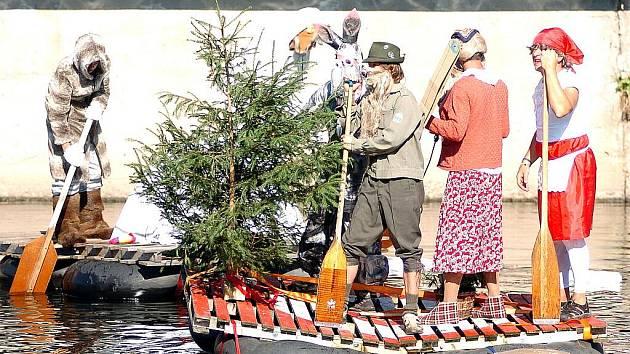 NECKYÁDA. Tradiční plavba netradičních plavidel nechyběla na Benátské noci ani letos.