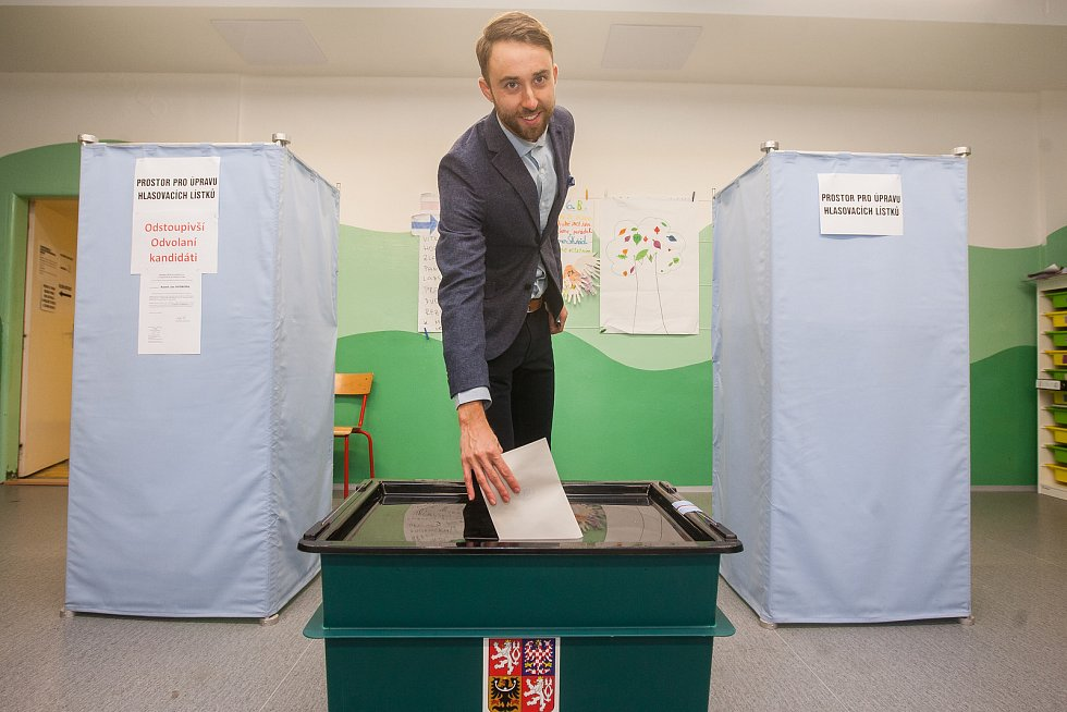 Biatlonista Tomáš Krupčík odevzdal 21. října v Jablonci nad Nisou svůj hlas ve volbách do Poslanecké sněmovny Parlamentu České republiky.