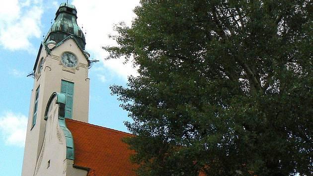 Starokatolický kostel Povýšení Svatého Kříže na náměstí B. Němcové v Jablonci nad Nisou