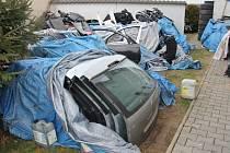 Náhradní díly z kradených aut - ilustrační snímek