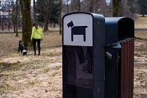 Jablonečtí pejskaři si stěžují na malé množství pytlíků na psí exkrementy.