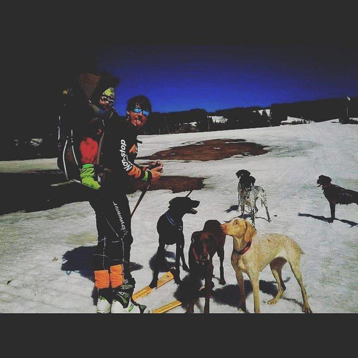 Václav Vančura je profesionální hasič žijící v Tanvaldě. Aktivně se věnuje populárnímu sportu mushing. U Hasičského záchranného sboru Libereckého kraje slouží již 4 rokem.