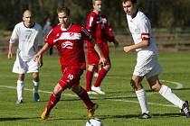Fotbalisté Mšena porazili Mírovou (v bílém) rekordním výsledkem 16:0. Nejvýraznější postavou zápasu byl Kamil Krejčík se sedmi vstřelenými góly.