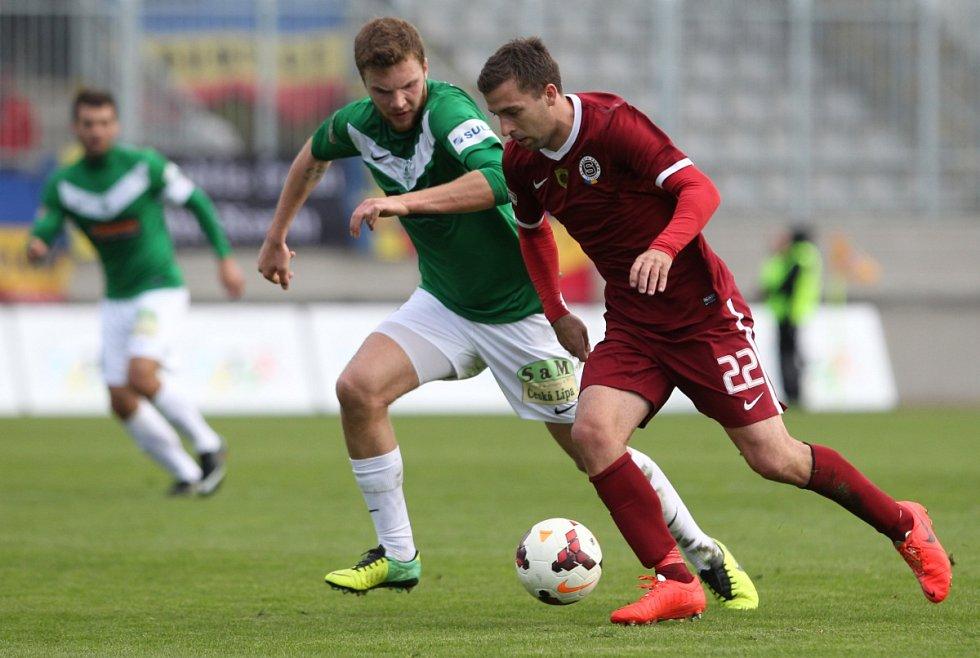 Jablonec porazil Spartu v prvním semifinále Poháru České pošty 3:1. Na snímku je Marek Kysela z Jablonce a Josef Hušbauer ze Sparty.