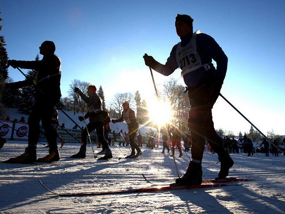 V neděli v devět hodin ráno odstartoval Václav Klaus 42. ročník Jizerské padesátky. Na startu se sešlo přes čtyři tisíce lyžařů, kteří vyrazili za ideálních podmínek do stopy.