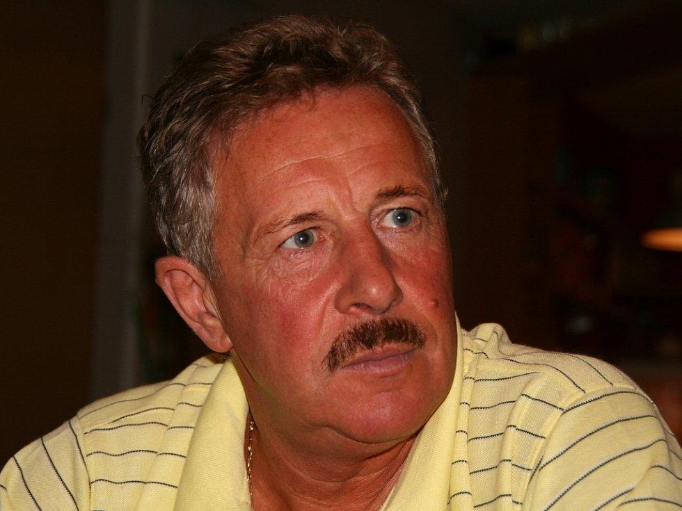 Pert Cinibulk, ředitel Městského zimního stadionu