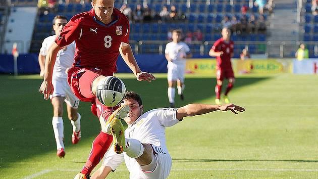 Jan Kopic s číslem 8 během úterního zápasu 'Lvíčat' proti Arménii.