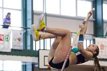 Přebory Libereckého kraje v atletice. Na snímku je Klára Zemanová (LIAZ Jablonec) v soutěži skoku o tyči juniorek.