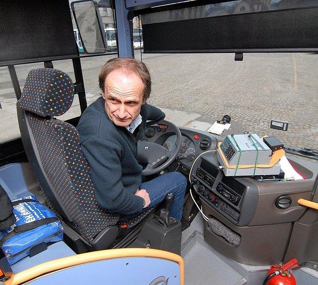 ČSAD má zapůjčený na zkoušku nízkopodlažní autobus, řídí jen Jiří Lubas.