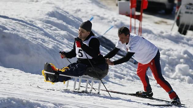 Handy Kvadriatlon 2018 je za několik dní. Společně se sportovci, jako v loňském roce, sejdou v Bedřichově. Ještě máte čas postavit tým nebo doplnit dvojici, kde chybí závodník. Snímky z roku 2017.