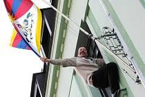 V loňském roce zavlála tibetská vlajka na tři sta šedesát třech radnicích České republiky včetně té jablonecké. Letos ji vyvěšují také například v Rychnově u Jablonce nad Nisou. Na snímku starosta František Chlouba.