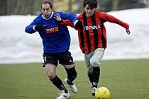 Na umělém trávníku v Desné v přípravném utkání porazila domácí Desná tým Lomnice 4: 1(1:0).