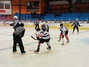 Třetí přátelské utkání v jednom týdnu mají za sebou jablonečtí Vlci. Na II. hokejovou ligu se připravují o sto šest. O napínavé okamžiky nebyla na ledě nouze.