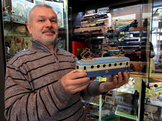 Jiří Vavřín mezi exponáty svého Muzea hraček