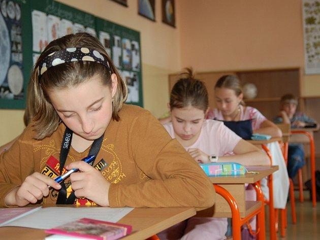 Dominika Brožová si zkusila společně se svými spolužáky z 5.A napsat testy CERMAT.