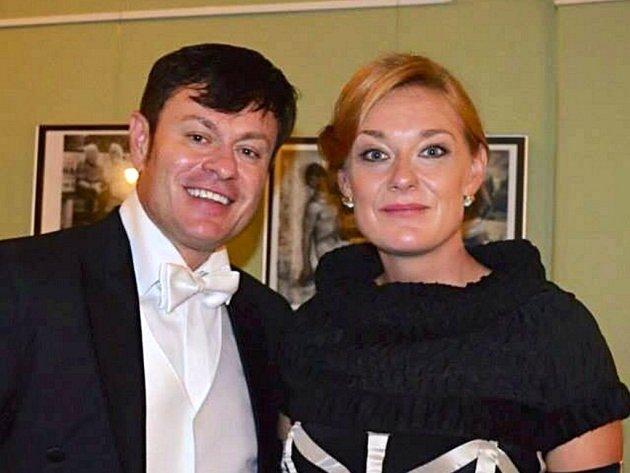 Mezzosopranistka Magdalena Kožená na setkání po koncertě v jabloneckém Městském divadle s jeho ředitelem Pavlem Žurem.