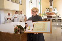 Do Jablonce poprvé v historii dorazilo papežské vyznamenání Pro Ecclesia et Pontifice.