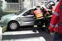 Nehoda autobusu a osobáku v Jablonci