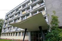Slavné časy podniku Seba dnes dokazují mnohdy prázdné výrobní prostory nebo ubytovny. Na snímku ta v Tanvaldu.