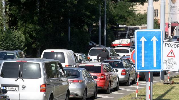 Jako v Praze. Brňany v autech obírají o čas kolony