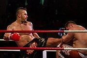 Galavečer bojových sportů, Iron Night Fight 3, proběhl 22. února v městské hale v Jablonci nad Nisou. Na snímku je Georgij Fibich (vlevo) a Iancu Alin-Iount v kategorii K1 nad 100 kilogramů.